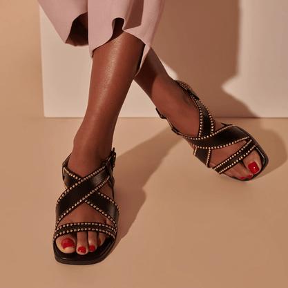 Sandália Luiza Barcelos Preto e Detalhes Dourado